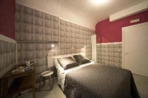 關於奈拉酒店 (Hotel Nella)
