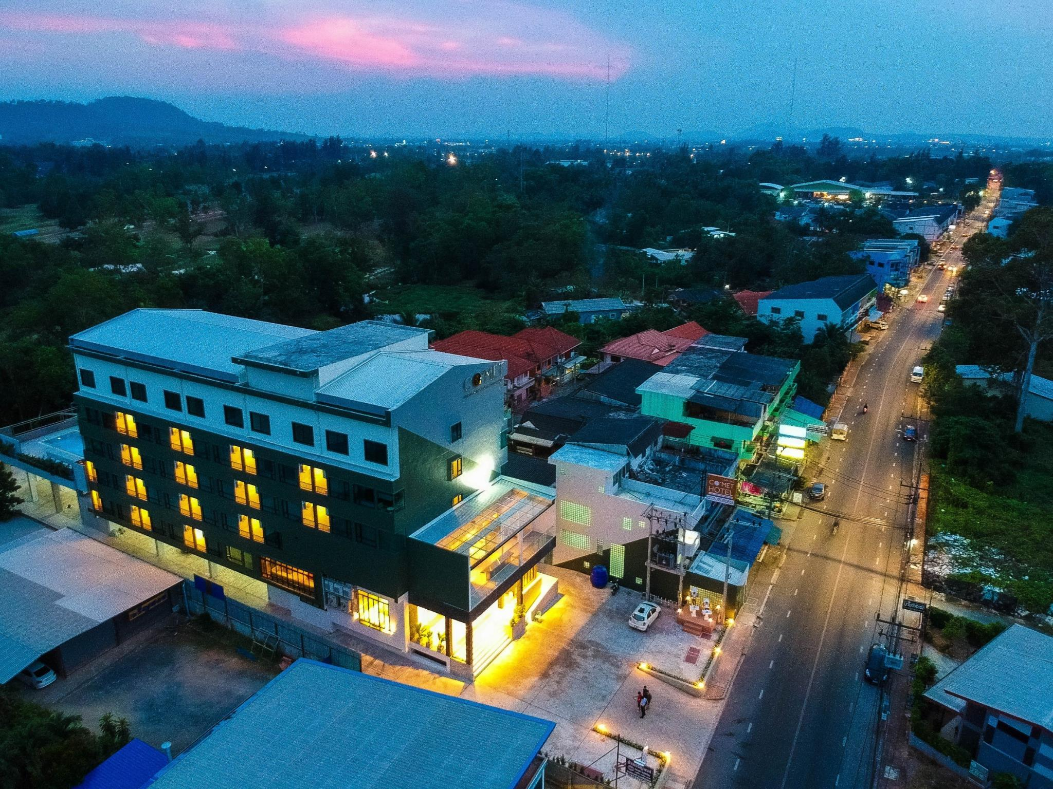 Hotel Review: Comet Hotel Surat Thani – Photos, Room Rates and Deals