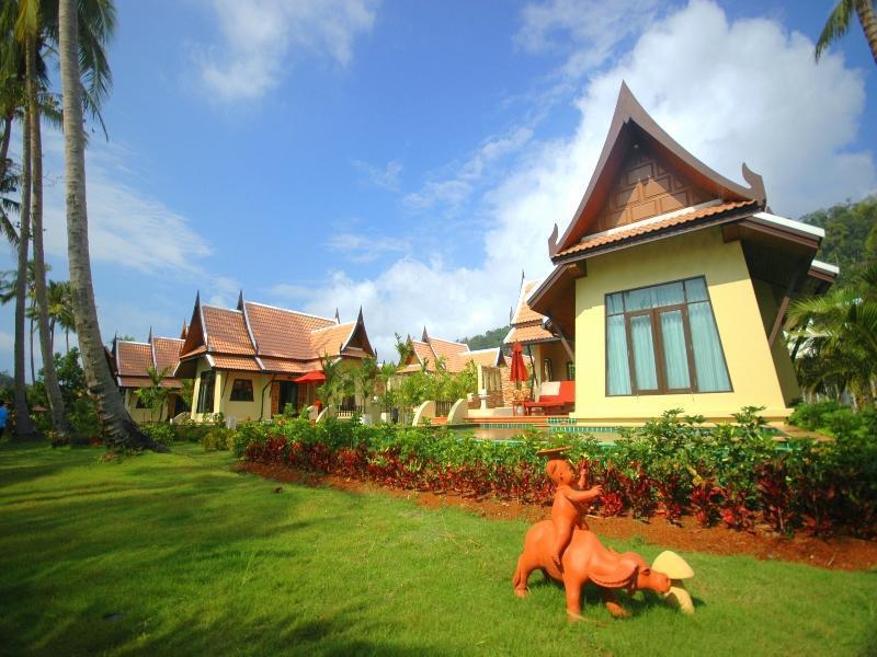Koh Chang Paradise Resort เกาะช้าง พาราไดซ์ รีสอร์ท