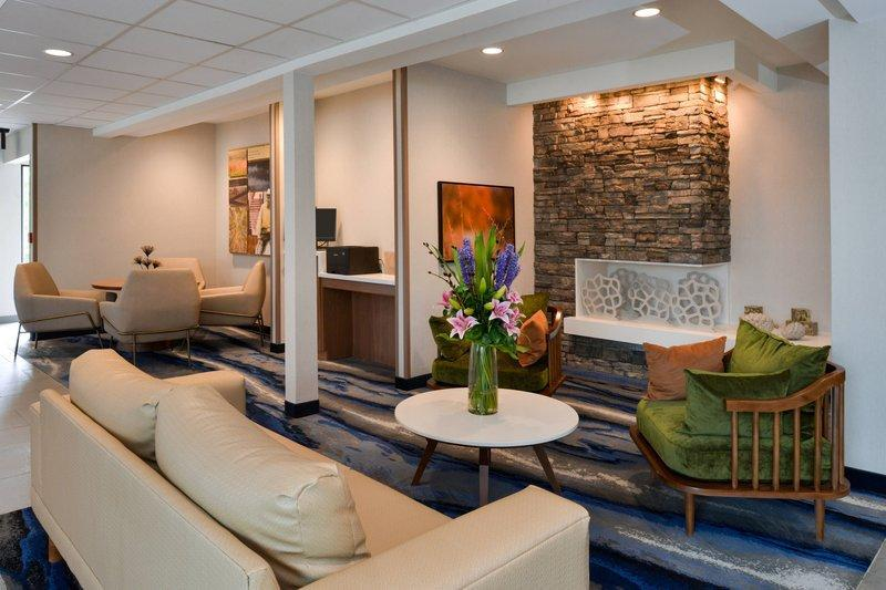 Fairfield Inn And Suites Arlington Near Six Flags