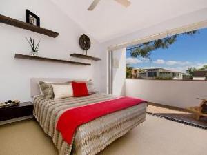 Alamode Apartment