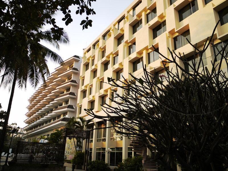 Charoen Hotel โรงแรมเจริญโฮเต็ล อุดรธานี