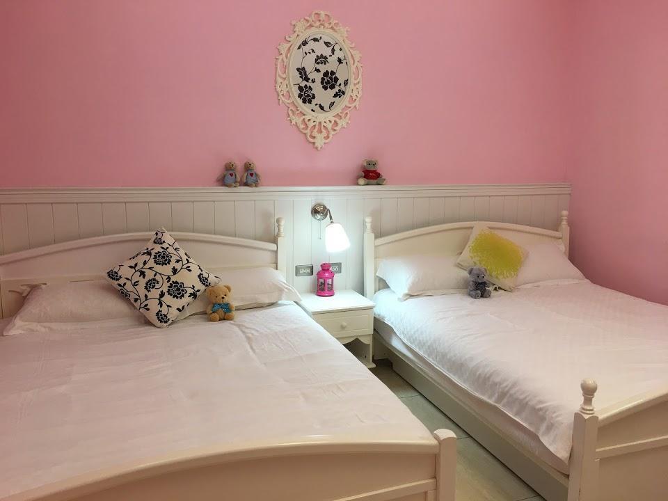 Pink Quadruple Room With Balcony Jacuzzi