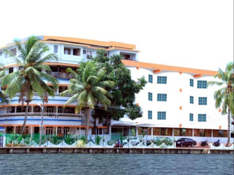 Oval Retreat Palace