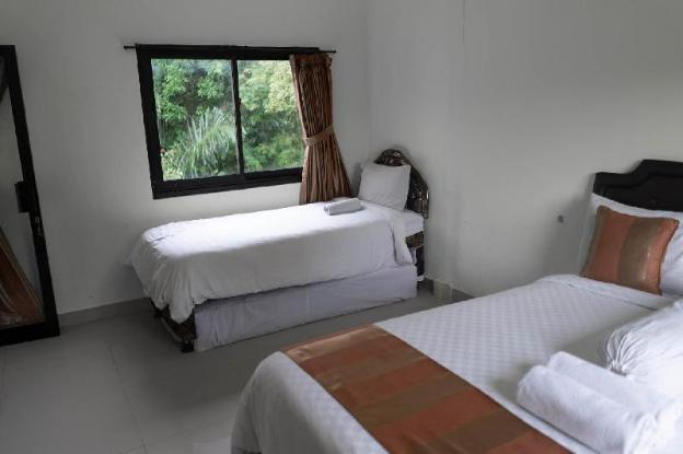 4 Person Room With Walk-In Rain Shower