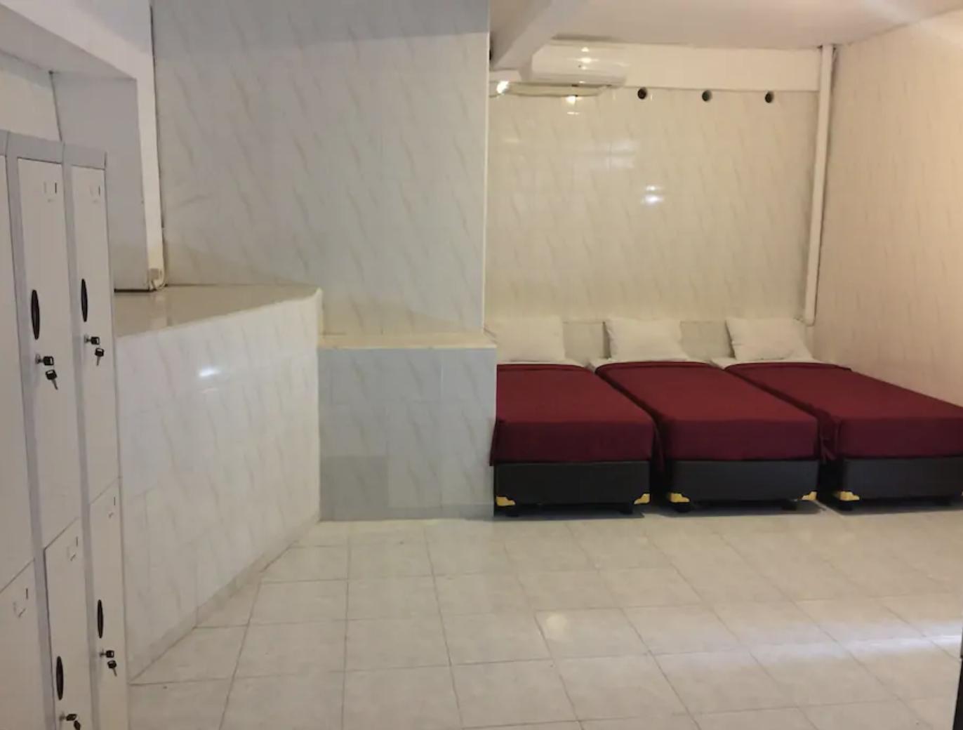 Hostel Room   Shared Dormitory
