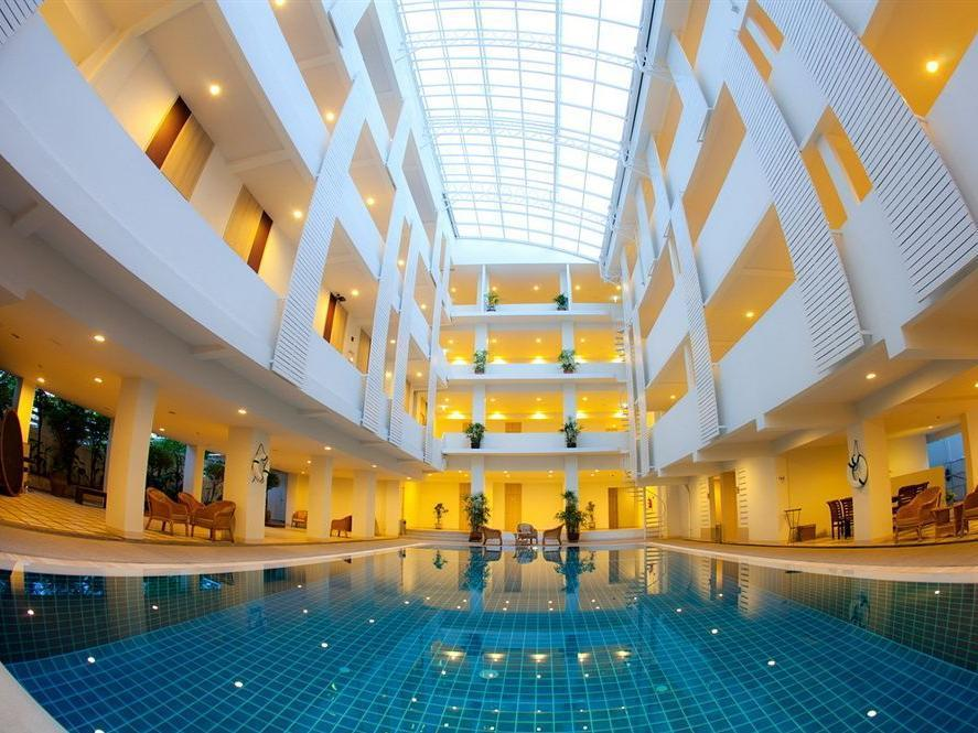 Trang Hotel Bangkok (SHA Certified)
