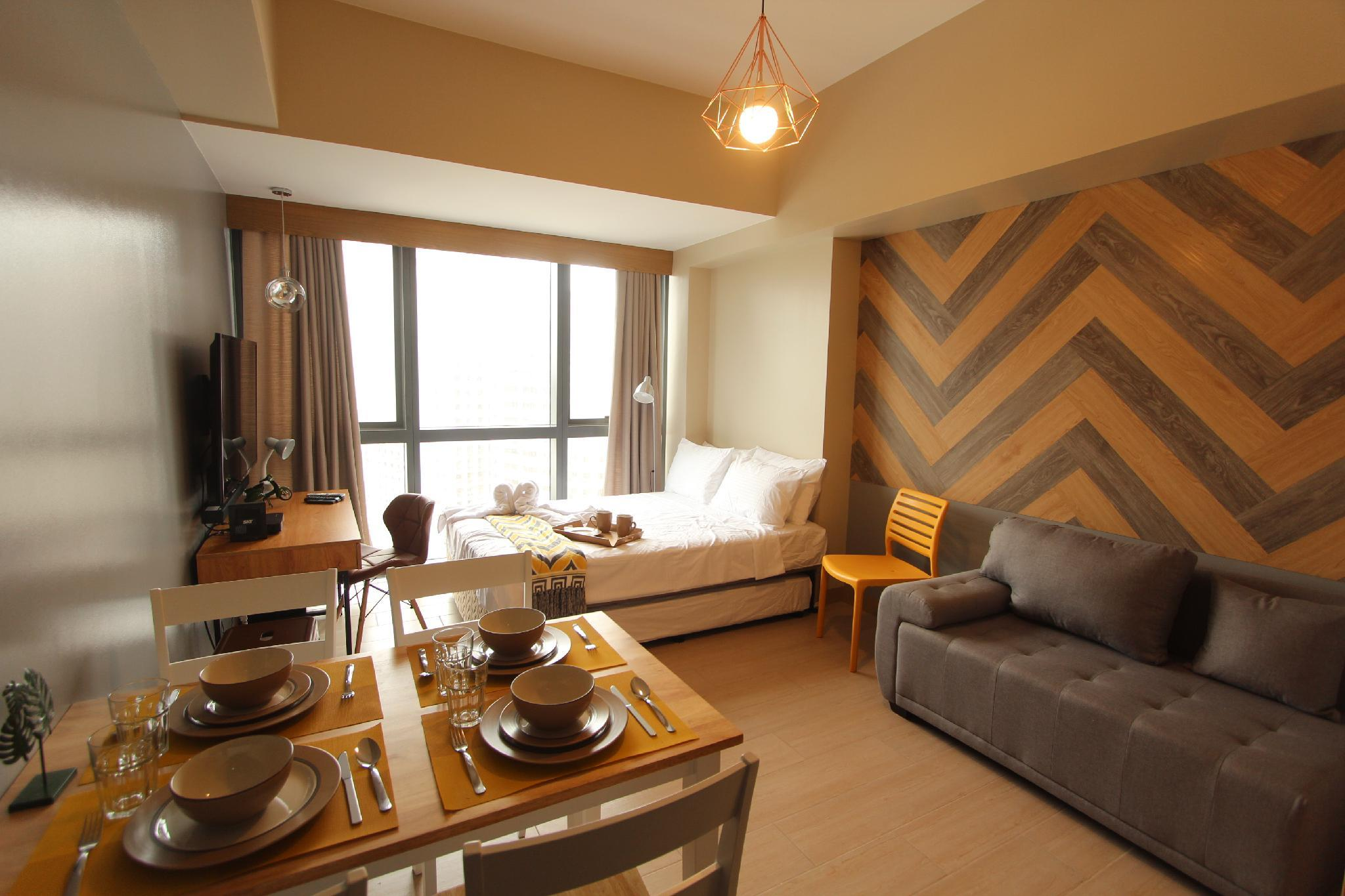 Cloverphsuites @ One Eastwood Ave Deluxe Room E