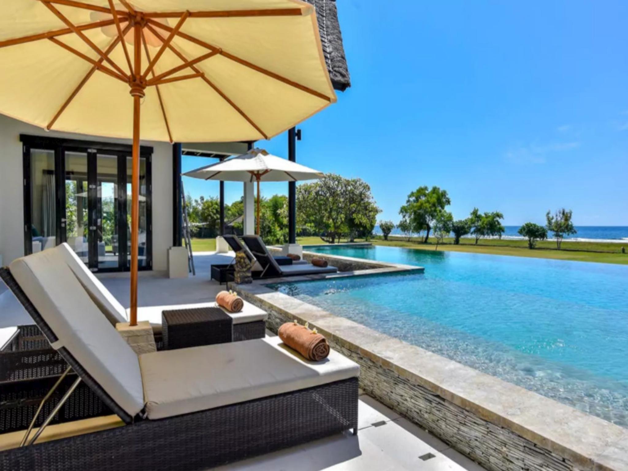 Bali Il Mare   Private LUXURY BEACH FRONT Villa