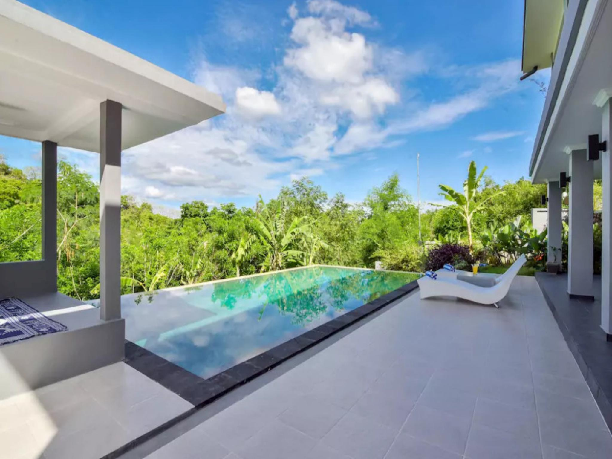 LUXURY 5 BEDROOM HILLSIDE VILLAS w/ STUNNING VIEWS