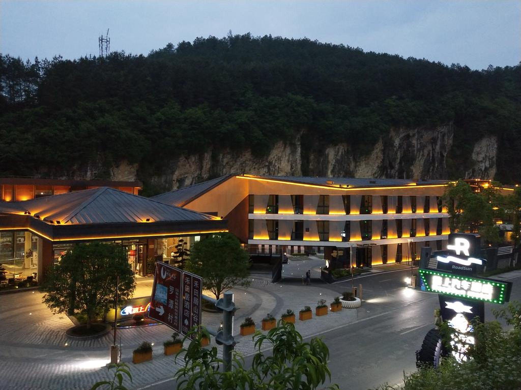 Spring Posh Roadsun International Hotel And Resort