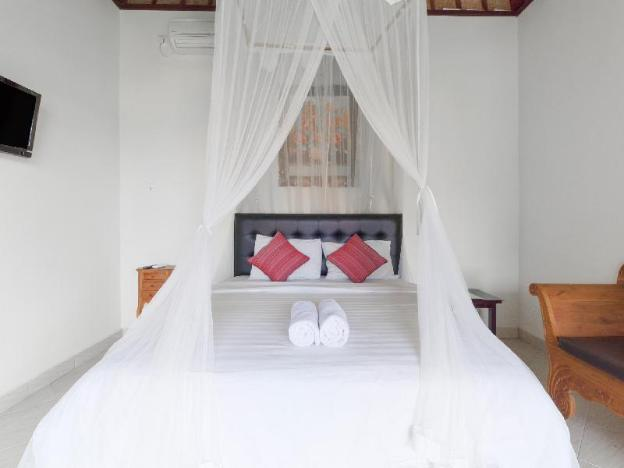 Quiet affordable villa nestled among the rice paddies just east of Ubud