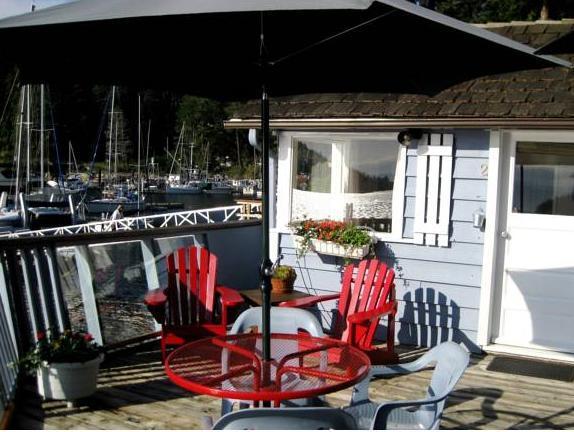 John Henry's Marina And Resort