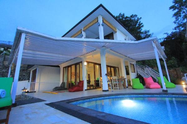 Rinisha Rumah Senja Lovina Bali Sunset Seaview Bali