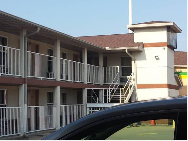 First Western Inn   Fairmont City