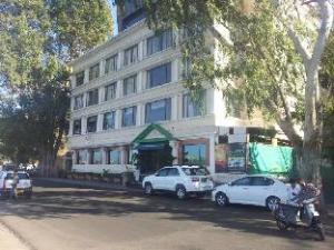 โรงแรมแรนจิตเลควิว (Hotel Ranjits Lakeview)