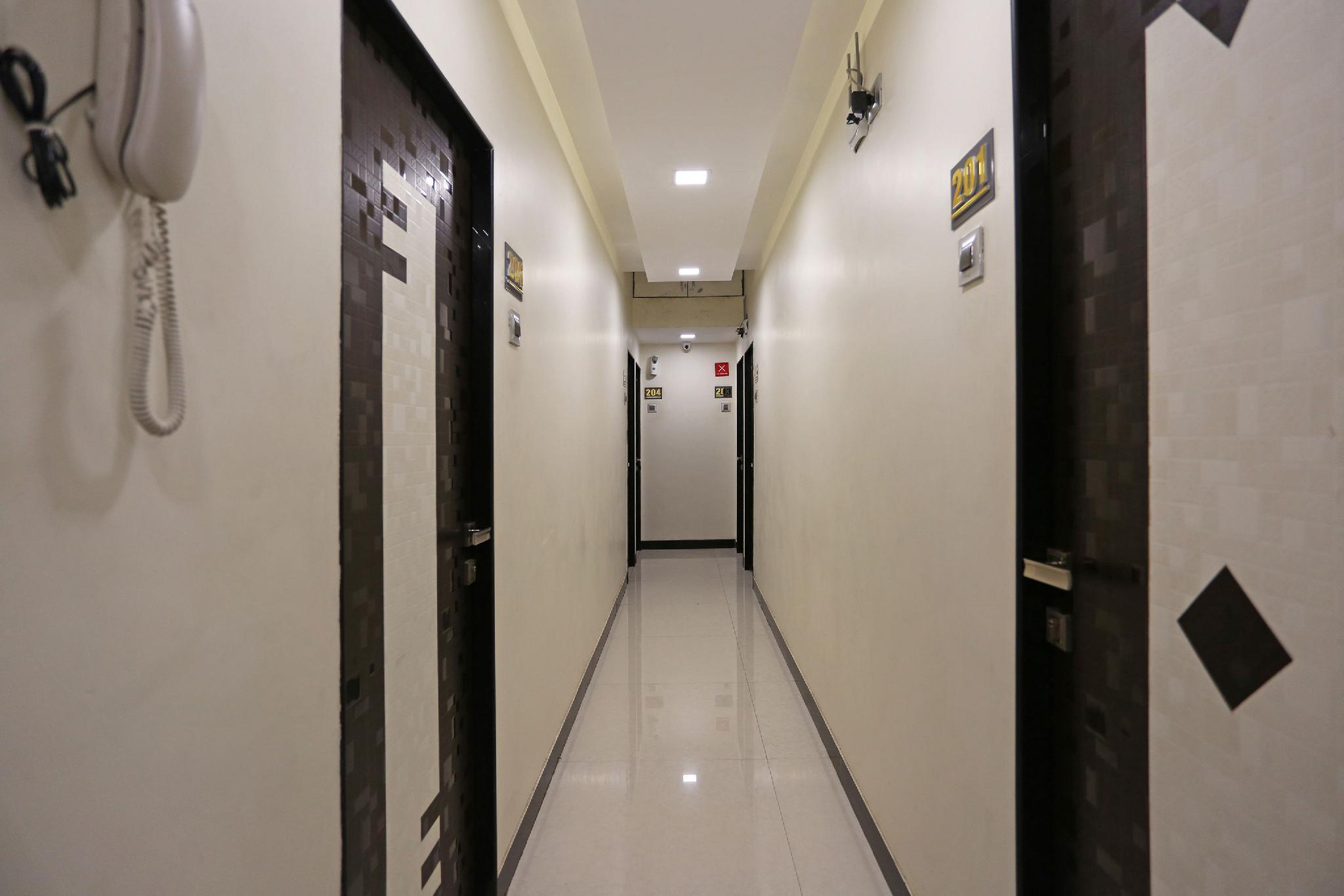 OYO 8181 Druv's Taj Palace