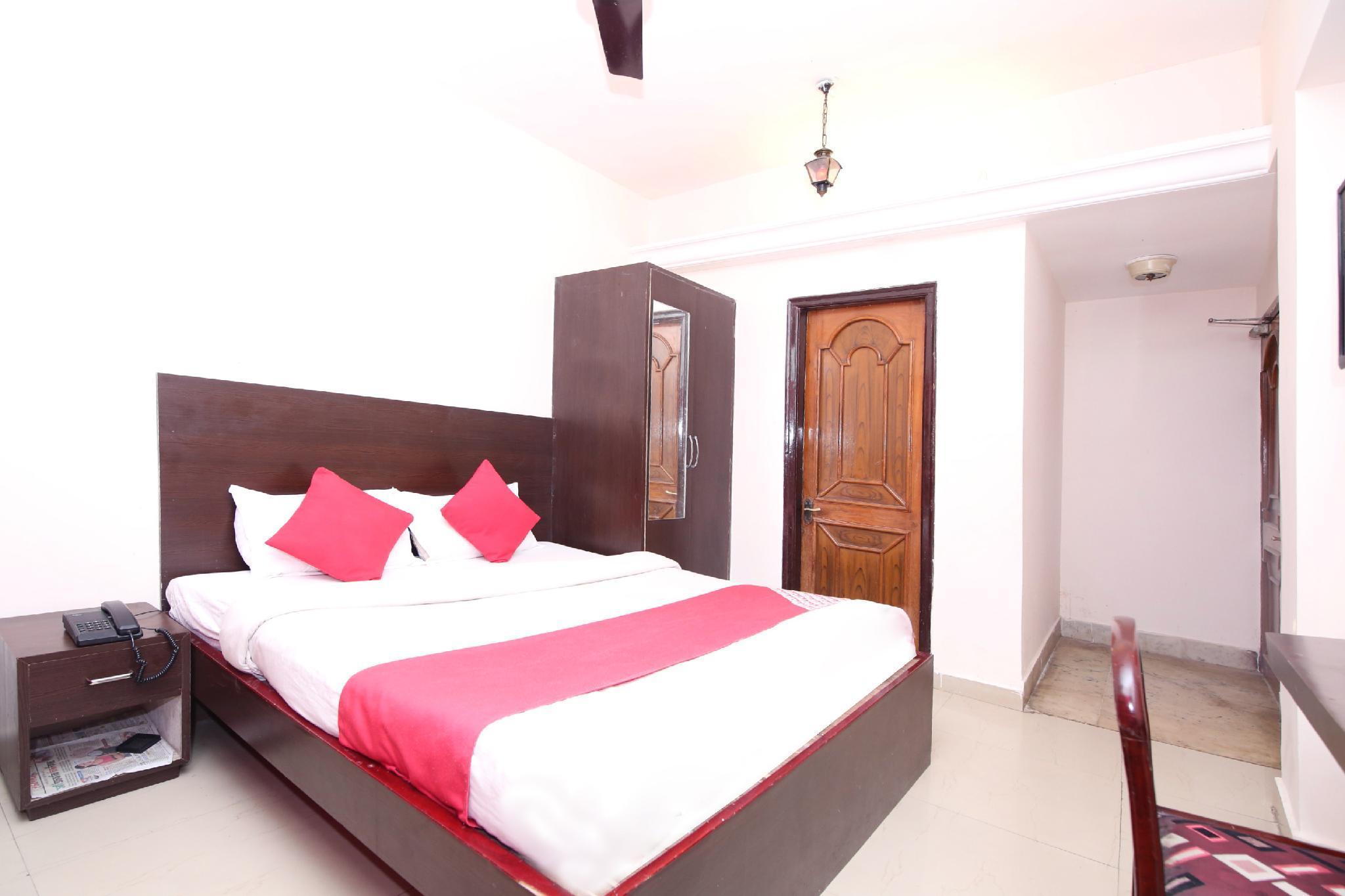 OYO 9305 Hotel Dwarika Inn