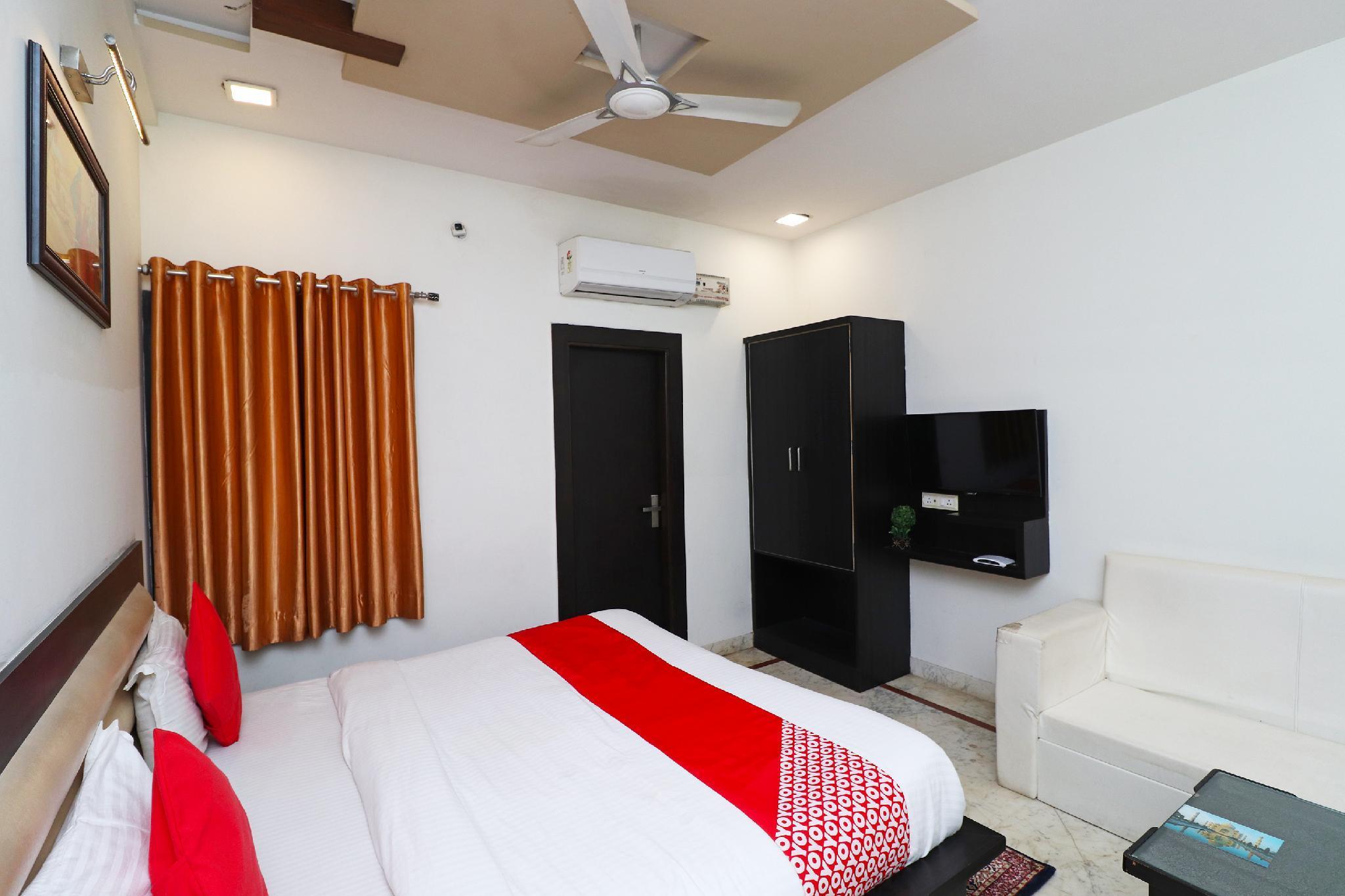 OYO 6072 Aaradhya Residency