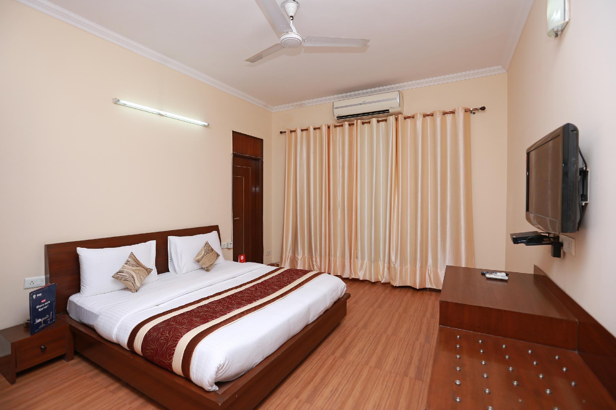 OYO 11600 Hotel Cosy Tree