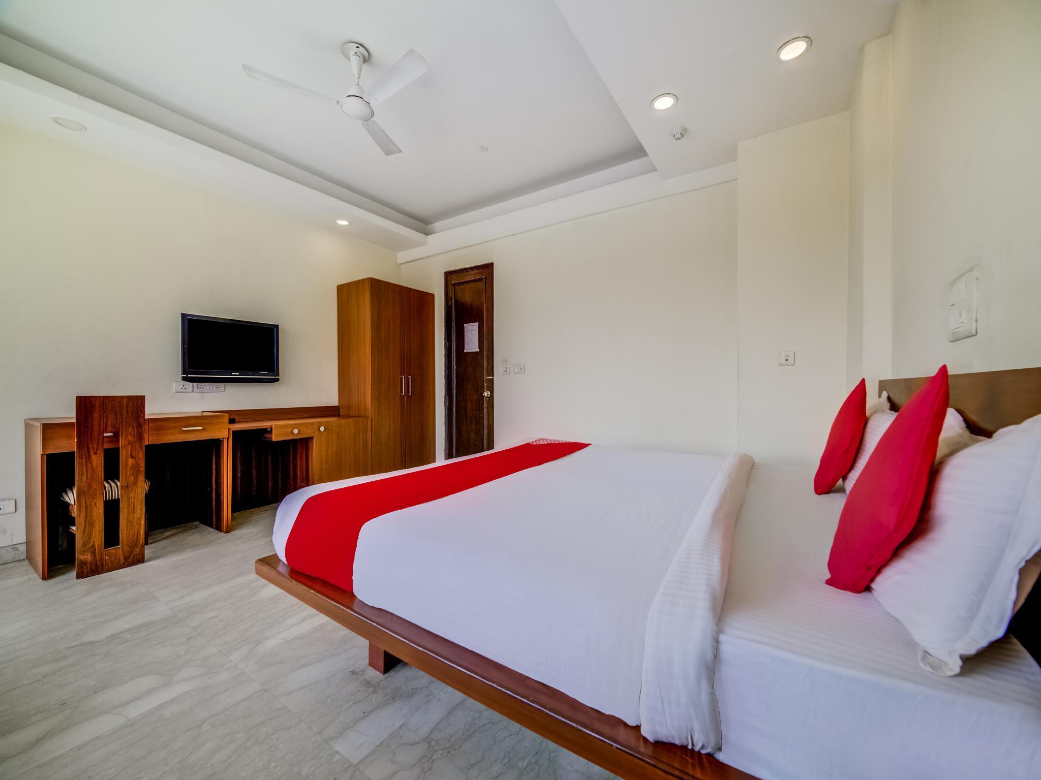OYO 9553 Hotel Kings Plaza