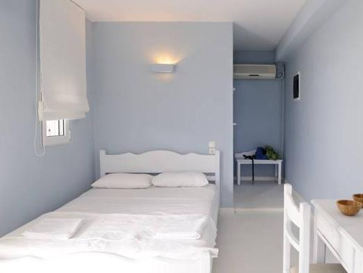 Kymothoi Rooms And Pool Bar