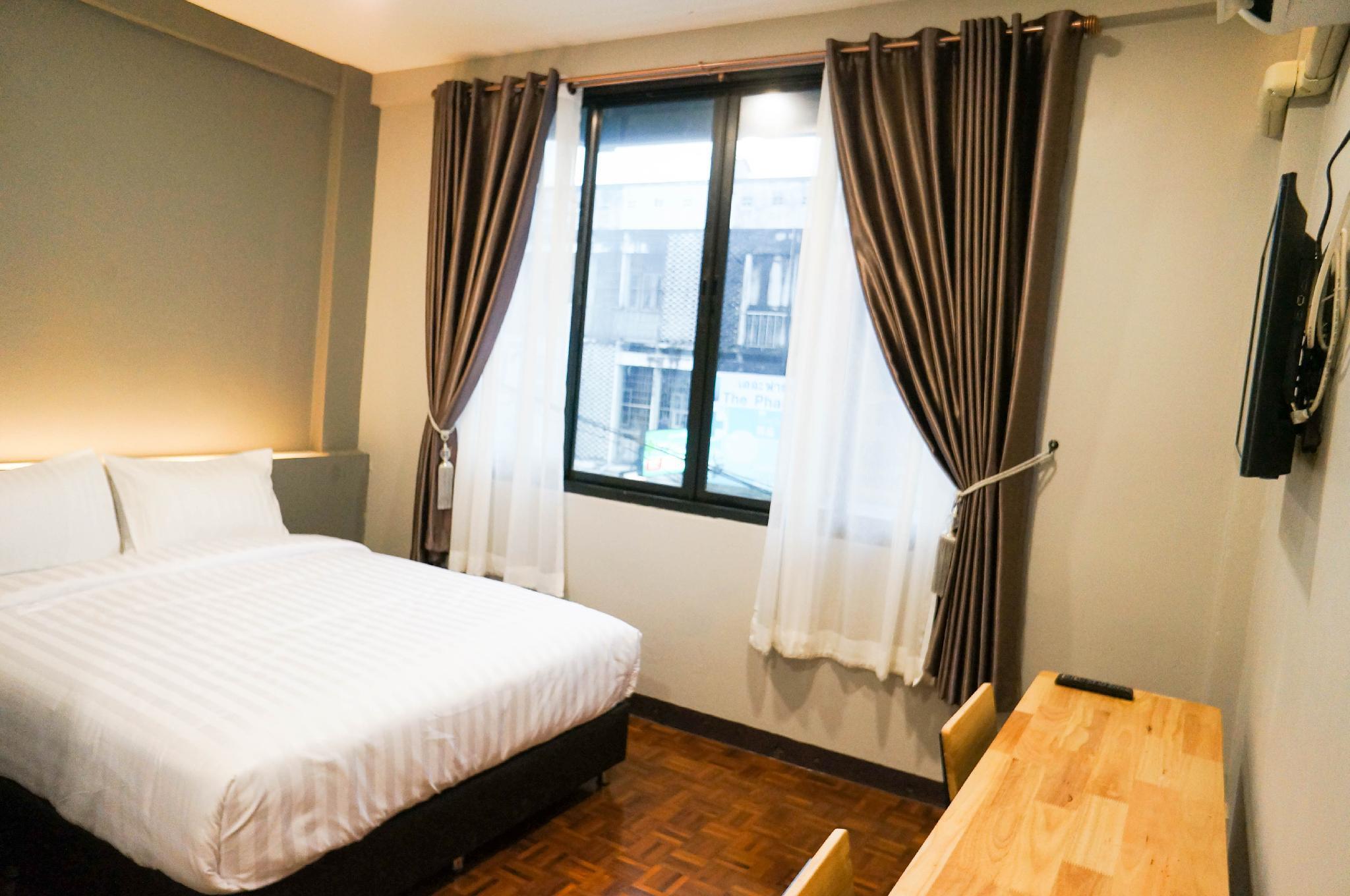 2  Lux Rooms Night Bazaar   Double Bed Studio