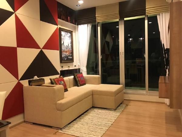 Luxury One Bedroom with Skypool ,2mins walk to BTS Bangkok