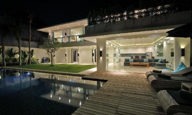 Villa Aquila Modern Abode