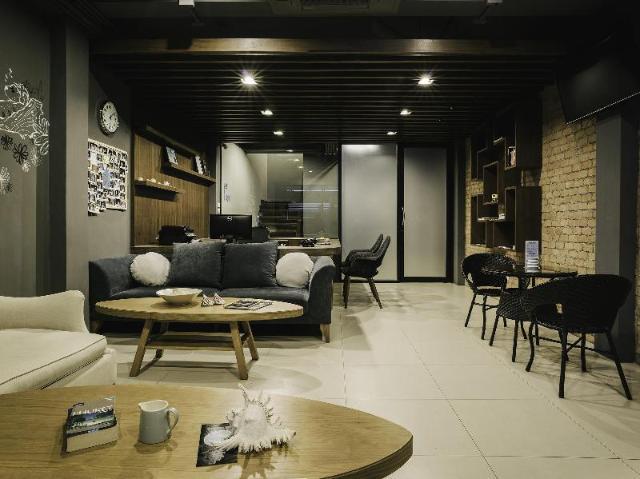 โรงแรมทีราส ป่าตอง บีช – Tiras Patong Beach Hotel