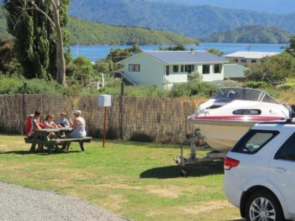 Waikawa Bay Holiday Park & Parks Motel Picton
