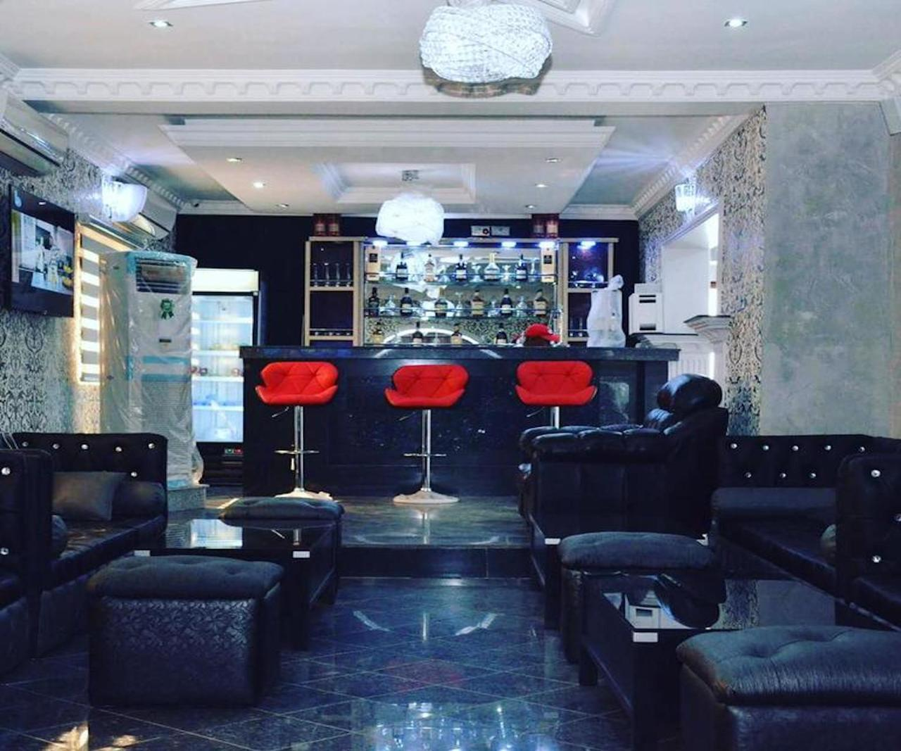 Platinum Inn Gee Hotel