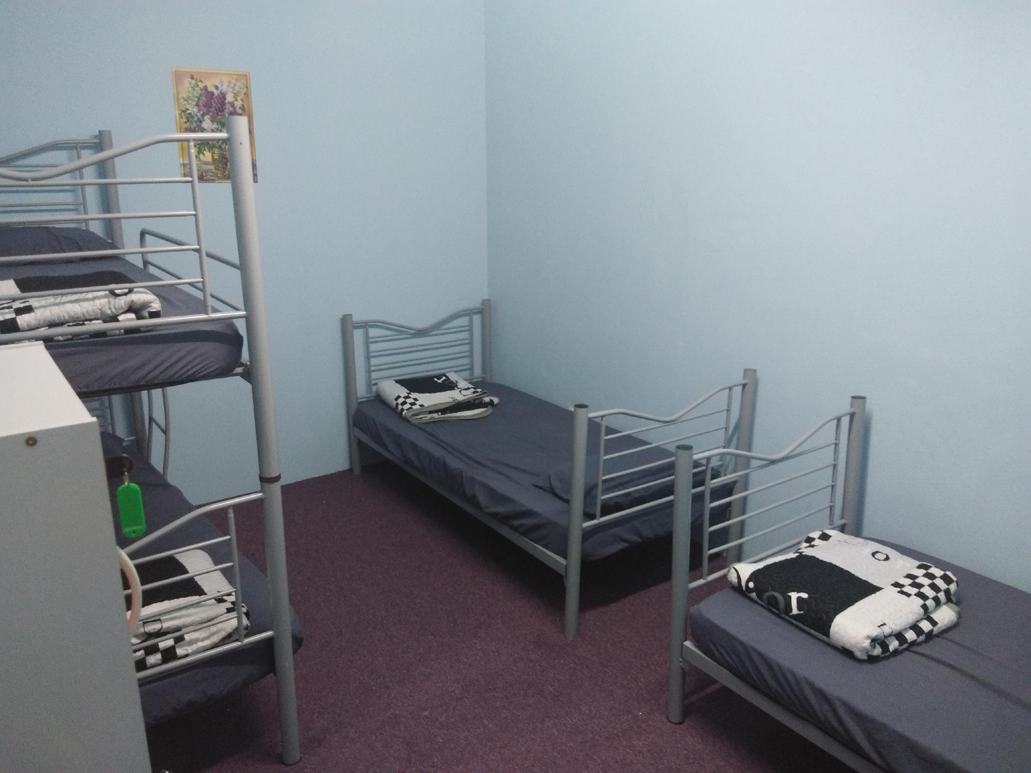 Ali HomeHotel Room 3