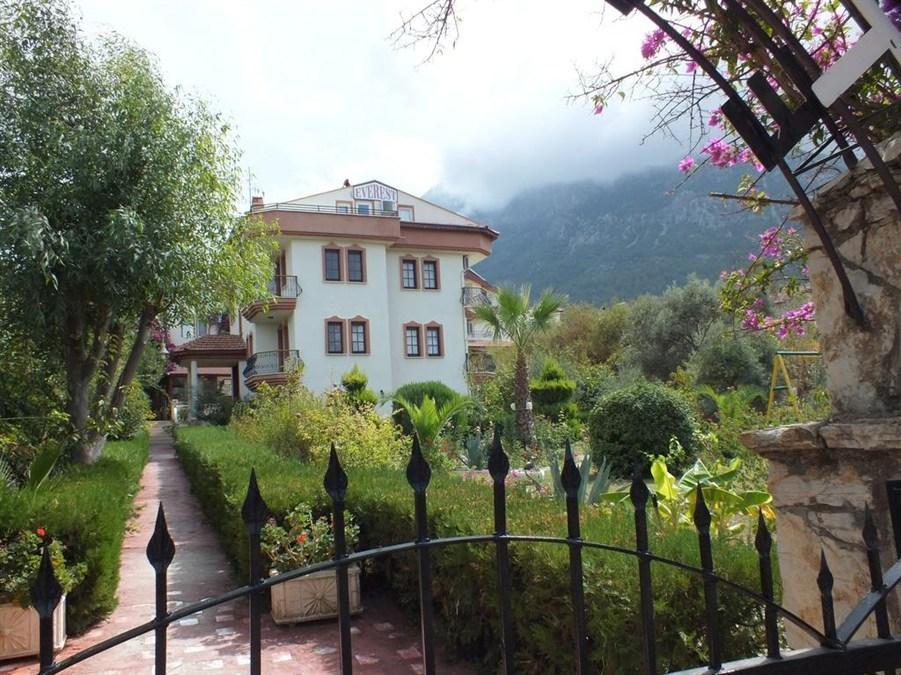 Everest Apart Hotel