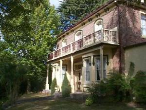 Over Lucinda Bed and Breakfast (Lucinda Bed and Breakfast )