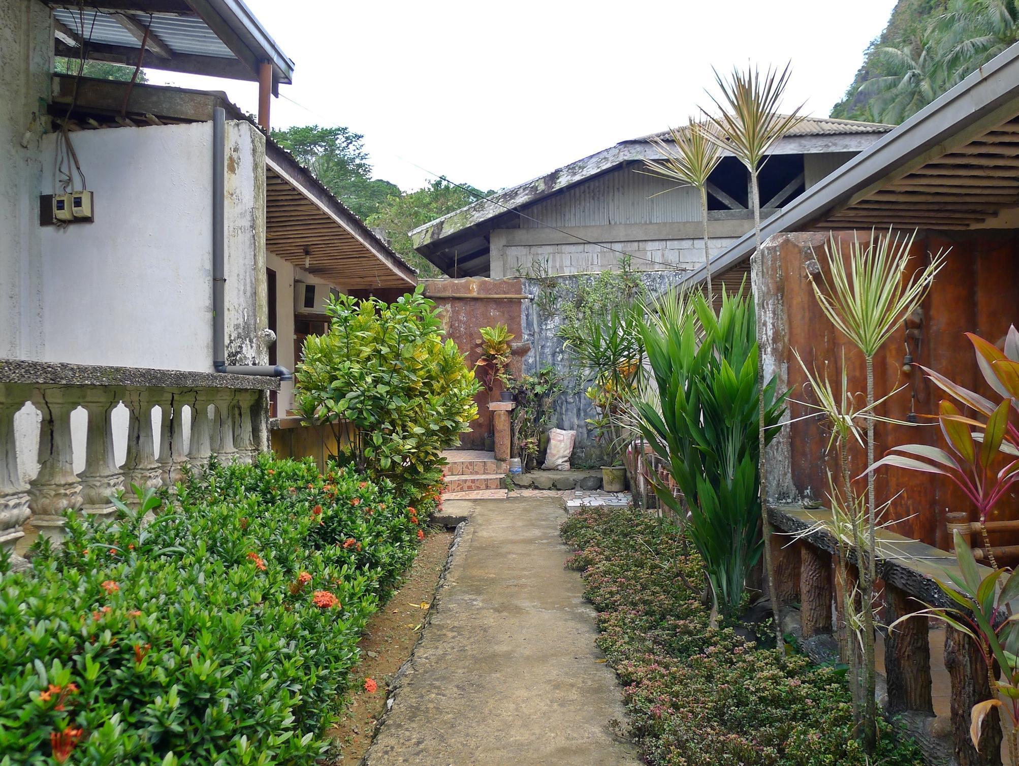 Lualhati Garden Cottage