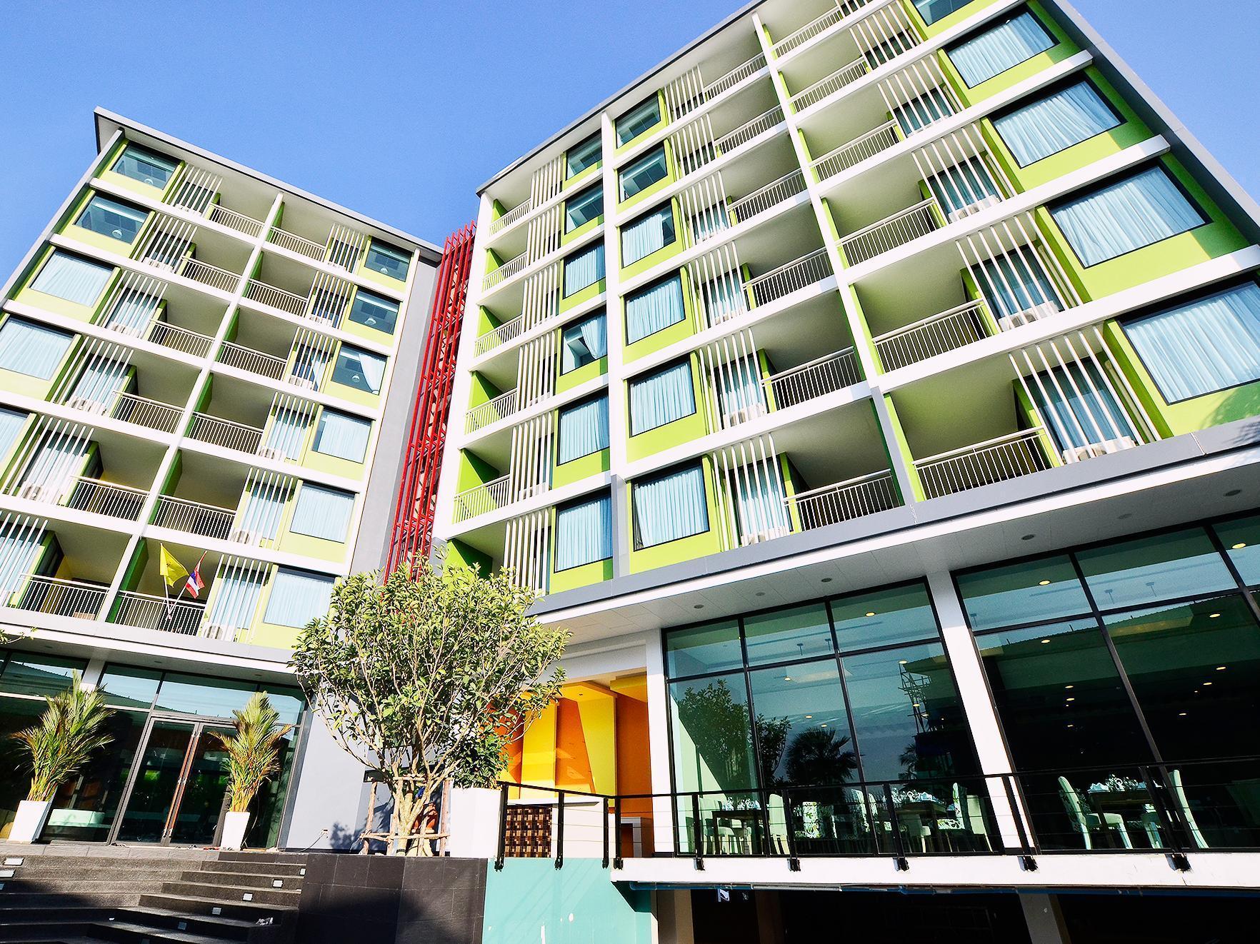 Lakkhana Poolside Resort ลักขณา พูลไซด์ รีสอร์ท