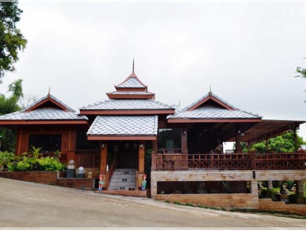 Phusangtawan Resort Mae Ai