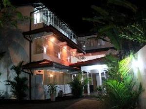 Tharusha Holiday Inn