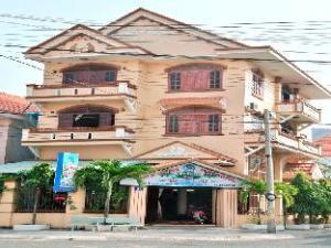 Maccas Hotel