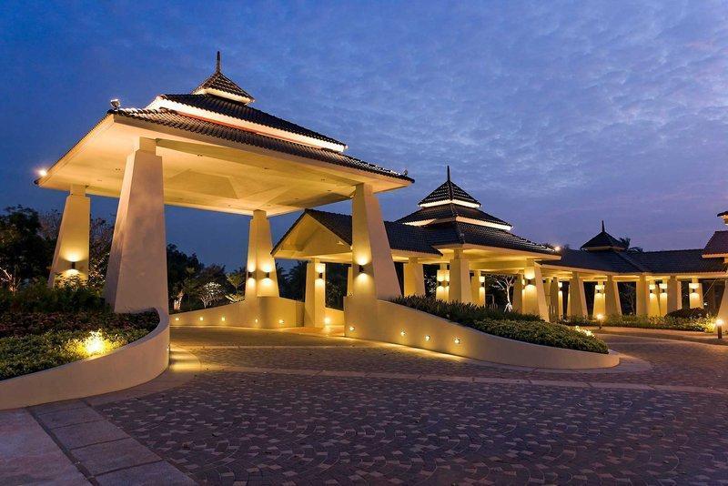 Novotel Chumphon Beach Resort And Golf