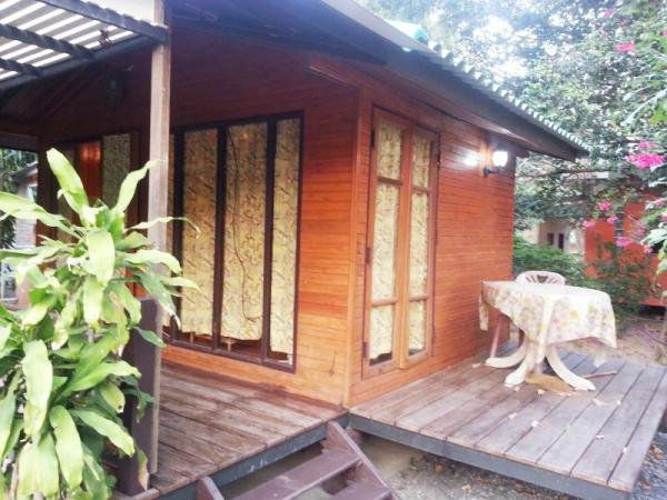 Ruean Rom Mai Rim Tarn Guest House Nakhon Nayok