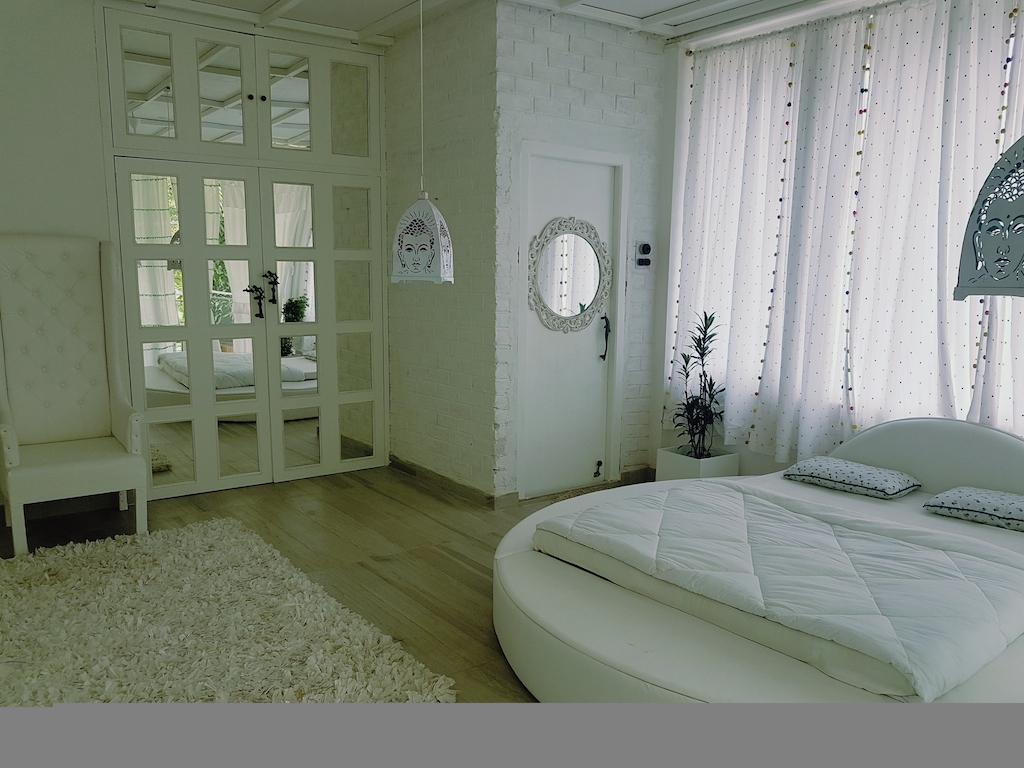 Homestay By The Tea Garden  The White Room