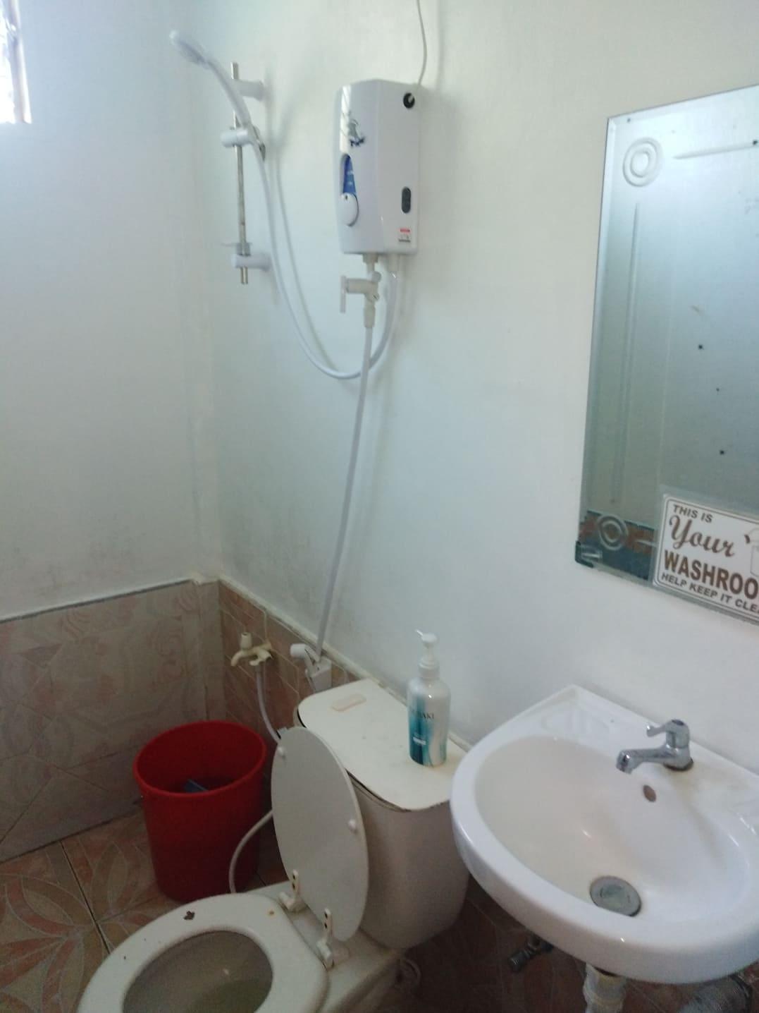 W2N Port Barton Rm2 W  Hot Shower