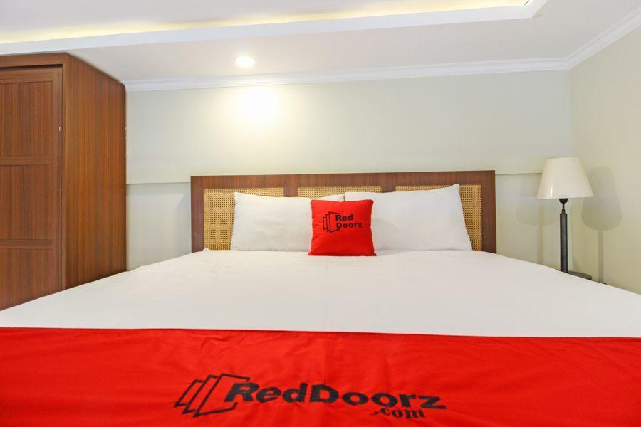 RedDoorz Plus Near Hartono Mall 2