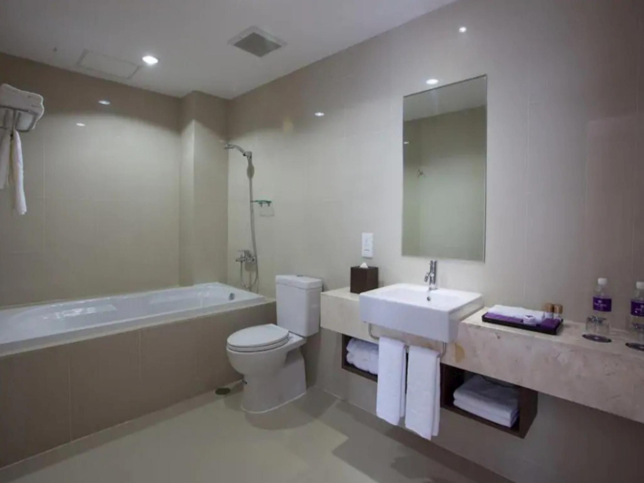 190 Suite Room With Private Pool Close To Airport