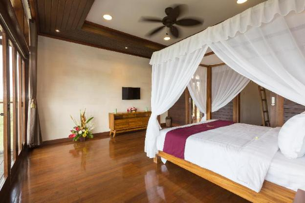 4BR Wooden Family Villa Khaya with Infinity Pool