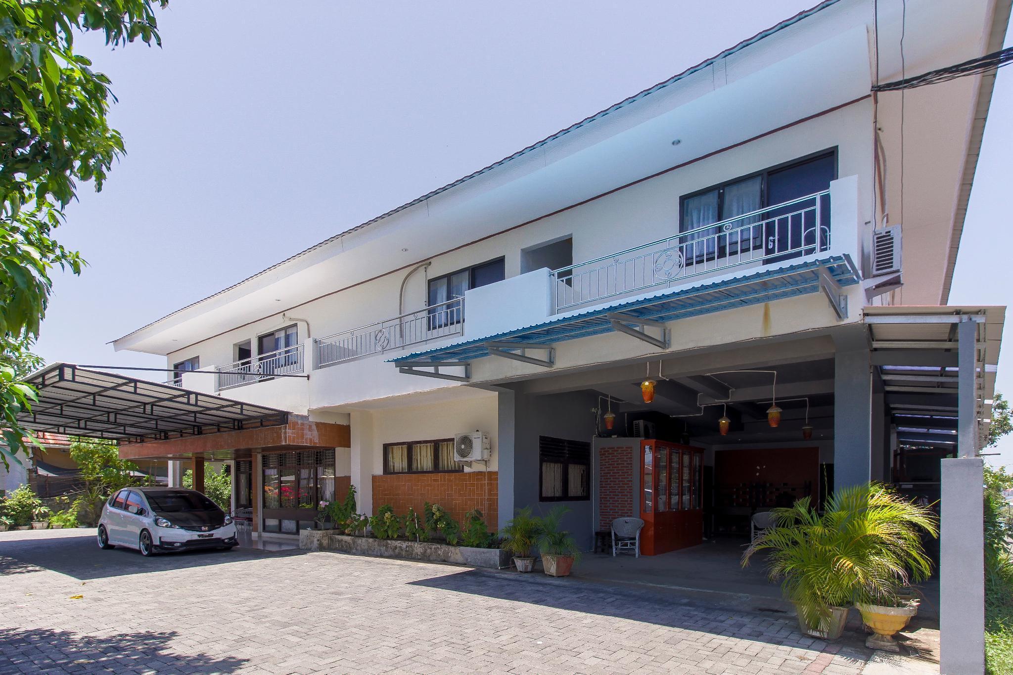 RedDoorz Near Sam Ratulangi Airport