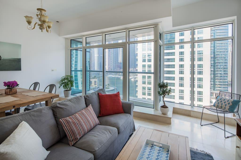 Modern + Stunning 1BR With FULL MARINA VIEWS