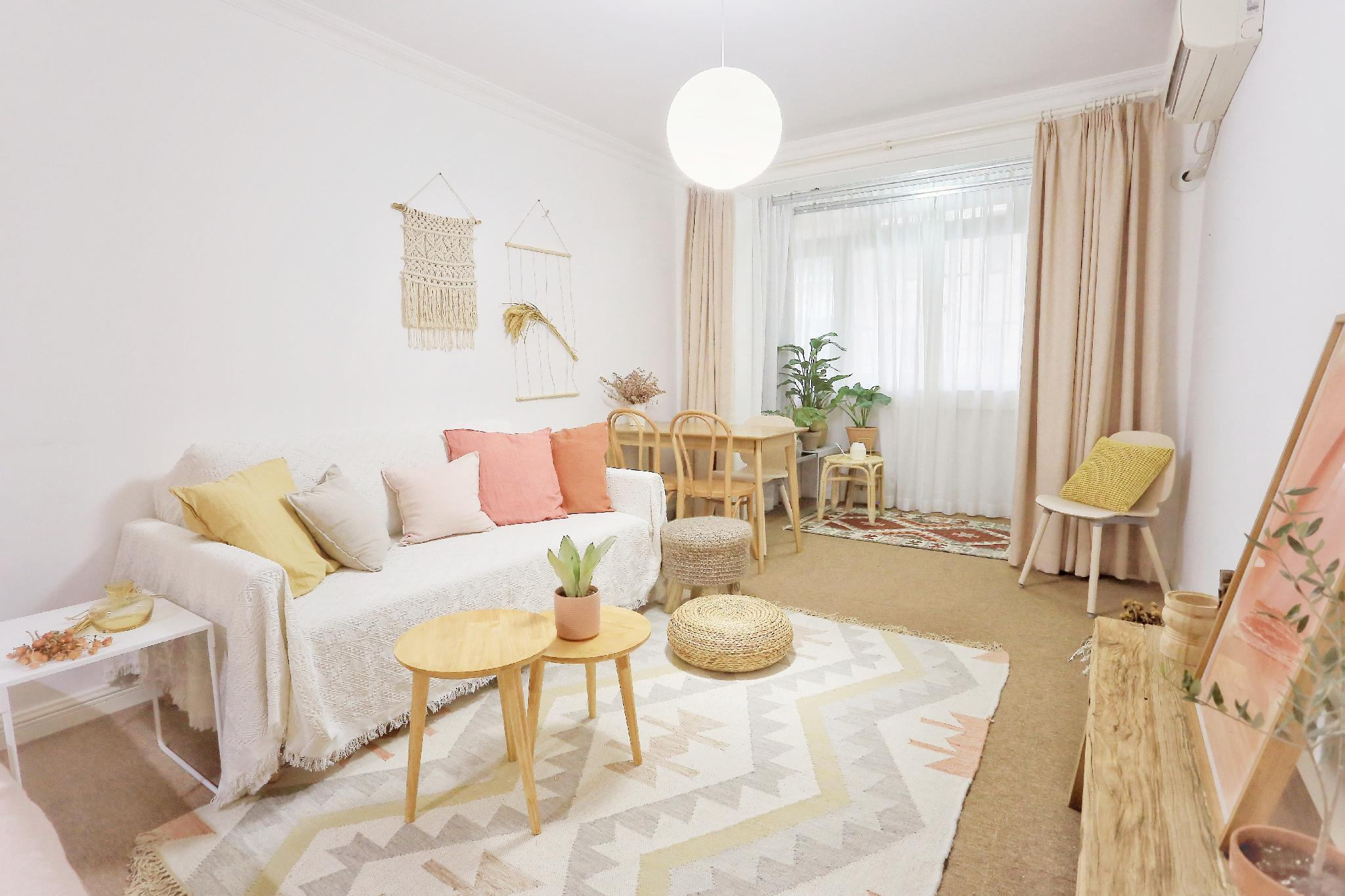 Discount Cozy Bohemian Style Apartment with King Size Bed